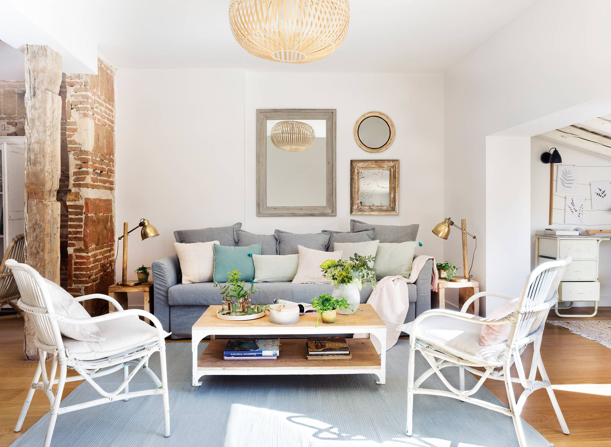 7 trucos de cómo decorar una sala de estar pequeña